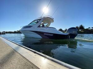 全新澳洲 Whittley CR 2600 outboard版 游樂船 2020年最新款旗艦艇,亦是暫時最受歡迎的中型艇,澳洲製造。 配備: 滑動天窗,摺疊式雙人床,床下儲物,電動廁所,淡水泵。 堅固舒適,安全可靠,慳油好用,方便維修,適合釣,潛水,遊河,歷奇等各項水上活動。 最多可以比8個人同遊。 全新船價 澳幣$198,000 。(需要預向澳洲訂貨,包全新200匹 全新YAMAHA船尾機) ⭐️亦有柴油或電油的船內外機的版本可供選擇⭐️ 快D落訂,讓您與摯愛/朋友享受難忘的夏天。 有興趣快D聯絡我地遊艇熱線,電話: 3996 8318,或者WHATSAPP到: 6888 3811查詢更多詳情。 客人可以透過以下影片了解更多 CR 2600 https://youtu.be/dbxbnYZddPQ https://www.youtube.com/watch?v=ypftJ_9VH3M https://www.youtube.com/watch?v=B9ER9KvIzs4 亦有CR 2600的虛擬實境體驗 http://www.whittleyboats.com.au/cr-2600